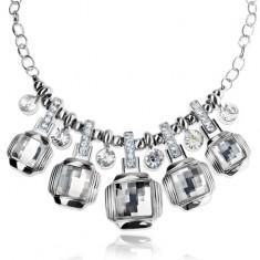 Colier masiv argintiu, pătrate transparente, zirconii