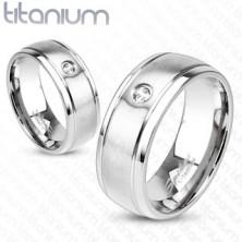 Inel din titan de culoare argintie cu suprafață mată, crestături și zirconiu, 8 mm