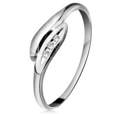 Inel din aur alb 14K - frunze ușor curbate, trei diamante transparente