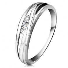 Inel din aur alb 14K, brațe cu linii unduite, trei diamante transparente
