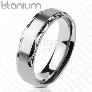 Inel din titan cu centru mat și margini lucioase, ondulate