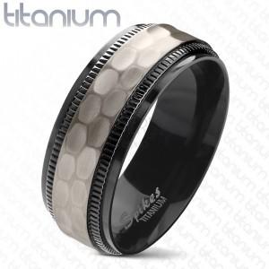 Inel din titan, margini negre, crestate, bandă șlefuită pe mijloc, 8 mm