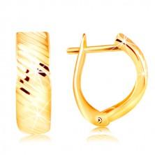 Cercei din aur de 14K – bandă cu crestături diagonale strălucitoare