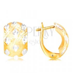 Cercei din aur de 14K - arc lat cu rombouri mici realizate din aur alb