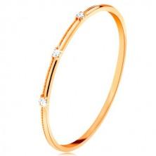Inel realizat din aur galben de 9K - trei zirconii transparente, separate, striații delicate