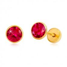 Cercei din aur galben 14K - zirconiu roz închis în suport, închidere de tip fluturaș, 5 mm