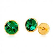 Cercei din aur galben 14K - zirconiu verde-smarald în suport, închidere de tip fluturaș, 5 mm