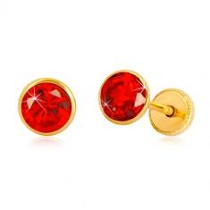Cercei din aur galben 14K - zirconiu roșu în suport, închidere de tip fluturaș, 5 mm