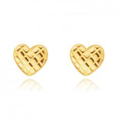 Cercei din aur galben de 14K - inimă strălucitoare cu suprafață grilă, închidere de tip fluturaș