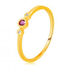Inel din aur galben de 14K - rubin pe cadru, diamante strălucitoare clare, bile mici