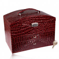 Cutie de bijuterii valiză în culoarea burgundă, model crocodil, detalii metalice în nuanță argintie, cheie